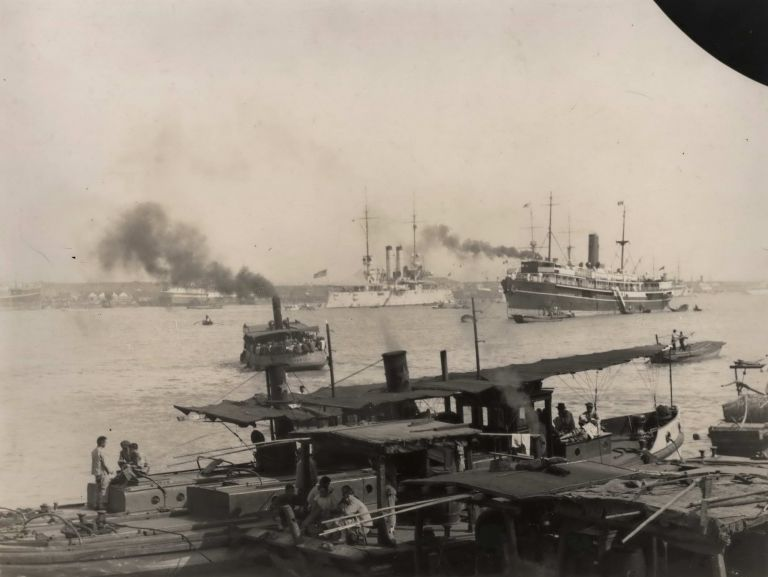 [Shipping On Shanghai Harbour]. Boxiang Hu, Chinese.