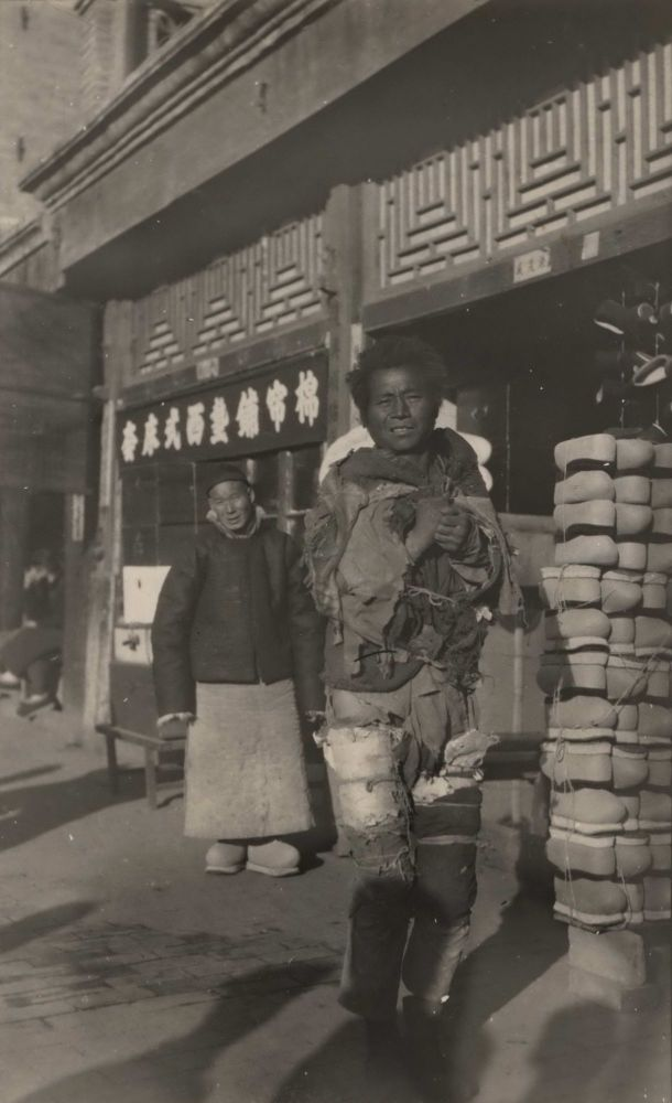 [Street Scene With Man Dressed In Rags]. Boxiang Hu, Chinese.