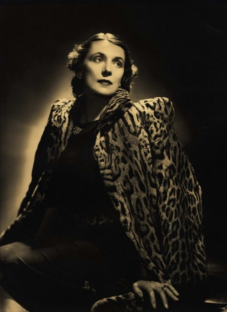 [Lady Hannah Lloyd Jones]. Leonard Lee, active 1920s-30s Aust.