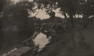 Thatched Huts By A Canal With Covered Boats]. Boxiang Hu, Chinese