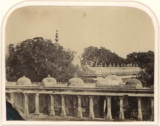 [India. Architectural Studies And Group Portraits]