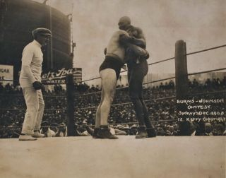 [World Heavyweight Championship Boxing Match Between Tommy Burns And Jack Johnson]. Kerry, Co, fl. Aust.