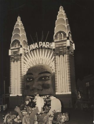 Luna Park Face With Boys On Motorbikes]. Arthur Little