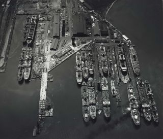 Bethlehem Sparrows Point Shipyard, Baltimore, Maryland, USA]. W. Eugene Smith, Amer